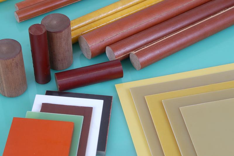 021酚醛层压纸板是以纤维素纤维纸浸以酚醛树脂,经热压而成的层压纸板